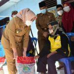 Bupati Mura Salurkan Dan Monitoring Bantuan Beras PPKM